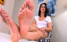 Inked transexual plays with her feet